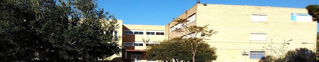 Vista de la entrada principal del Centro IES Al-Ándalus de Almería.